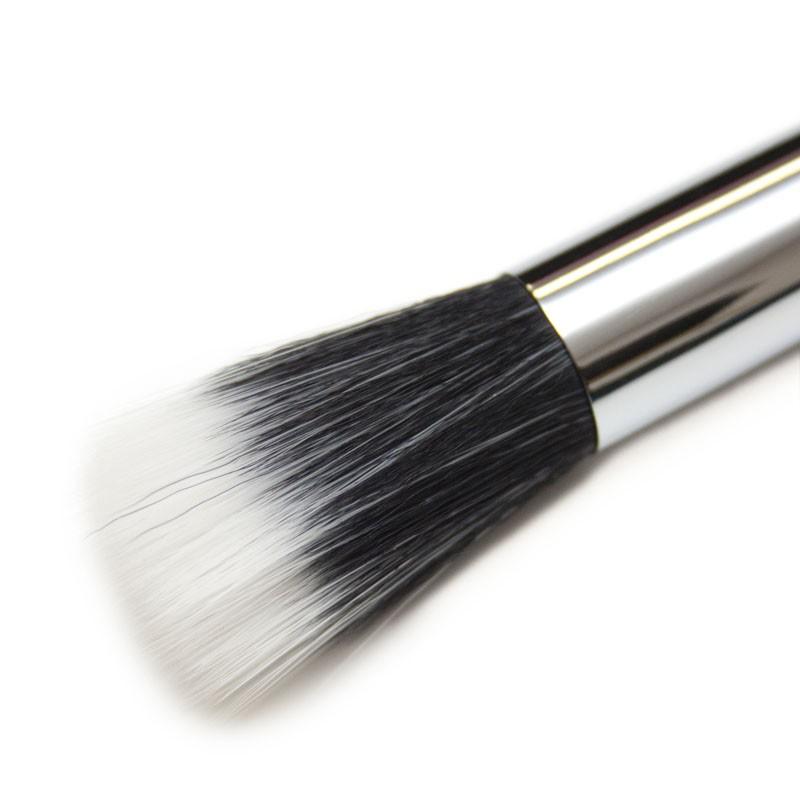 MUG Cheek Highlighter Brush