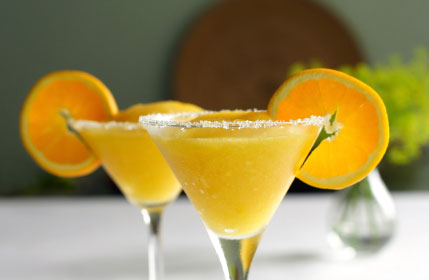 Sparkling mango cocktail