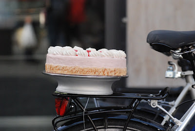 Valentines Day Cake Delivery Services in Montreal