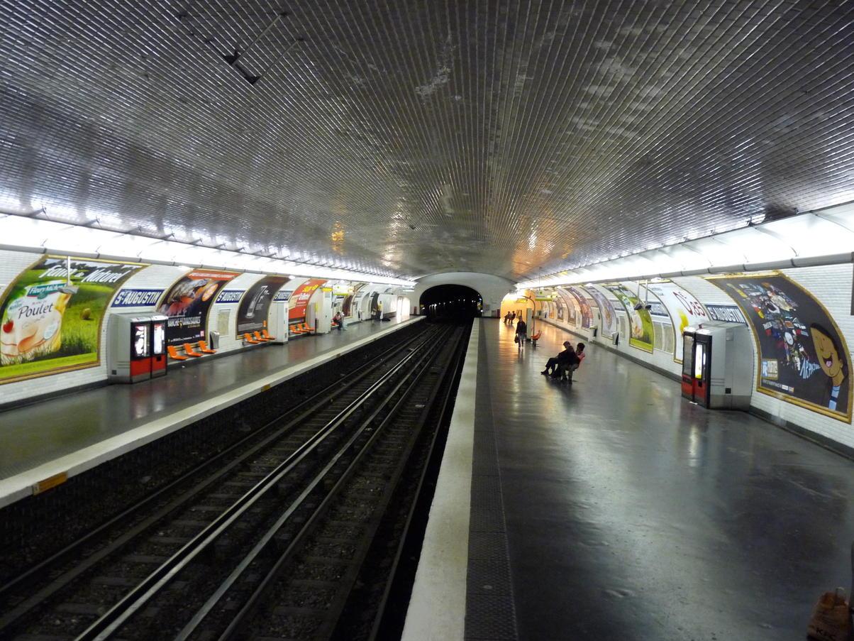 Paris metro st augustin