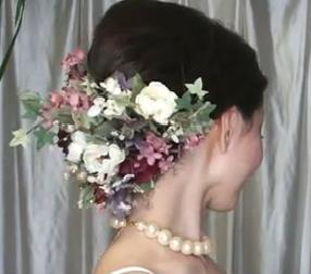 Use Flowers in a Wedding Hairstyle
