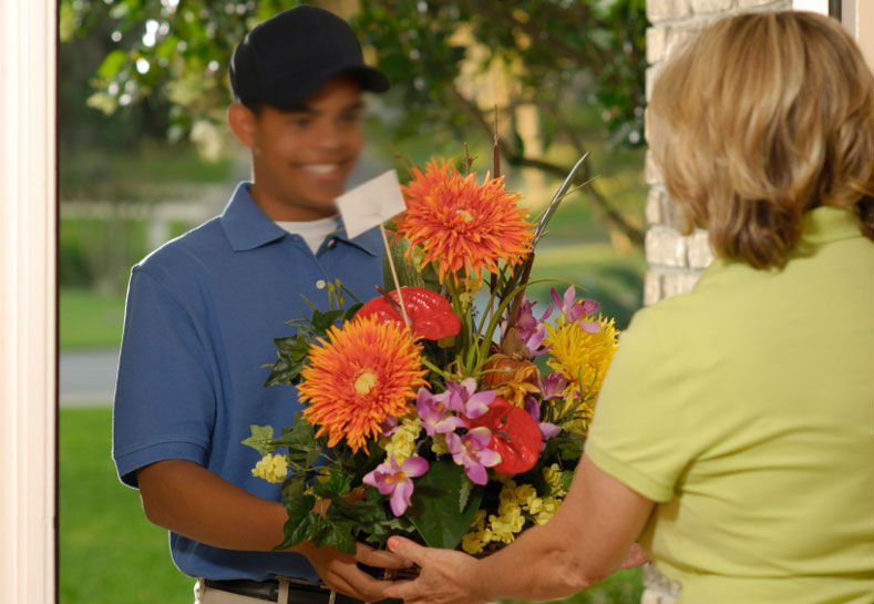 Flowers delivery service for valentine in Montreal