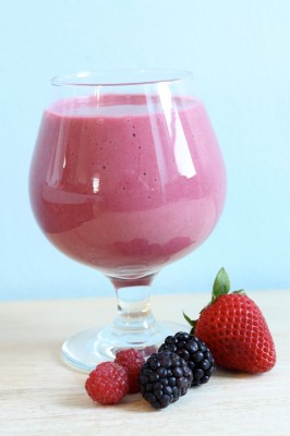 How to Make Triple Berry Smoothie
