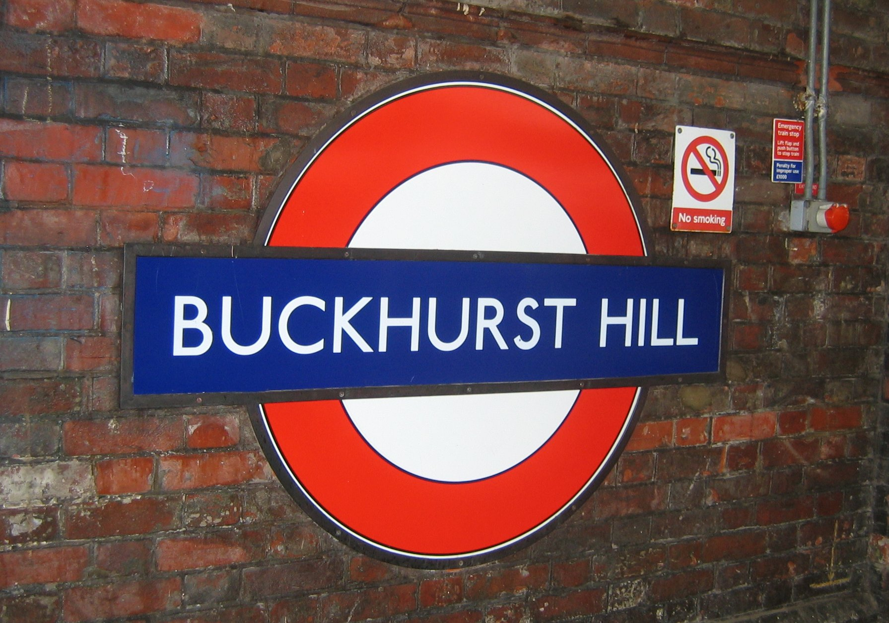 Buckhurst_hill_tube_sign