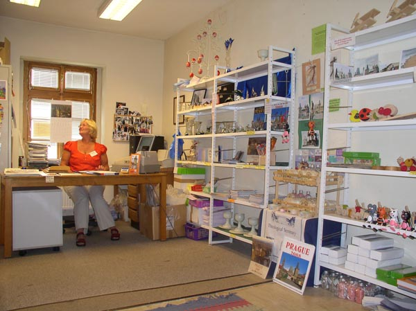 book-and-gift-shop-Harrow-and-Wealdstone-Tube-Station-London2