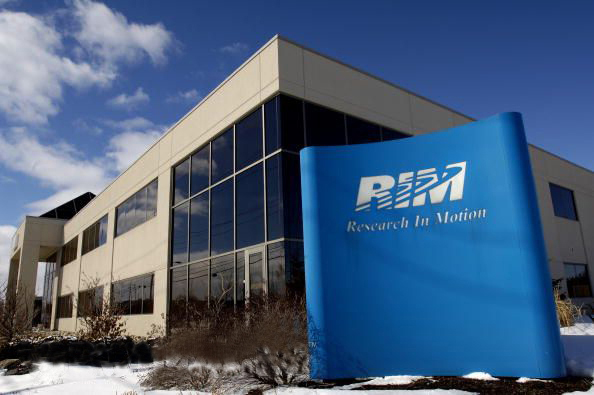rim plans to layoff 2000 people