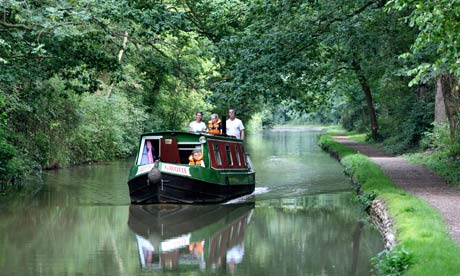 A narrowboat on the Oxford canal near Brinklow, Warwickshire