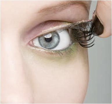 How to Remove False Eyelashes Safely