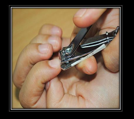 how to prepare to cut fingernails