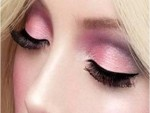 Apply pink eyeshadow