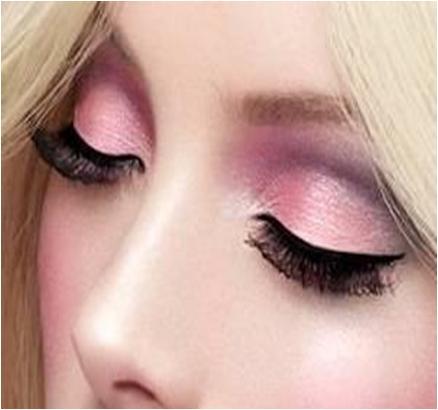 Apply pink eyeshadow