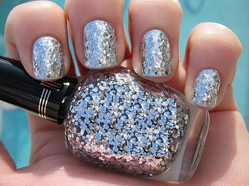 How to Easily Remove Stubborn Glitter Polish