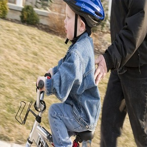 article-new_ehow_images_a02_62_c7_teach-child-learn-ride-bike-800x800