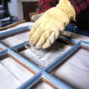 How to Replace Broken Glass In a Wood Storm Window