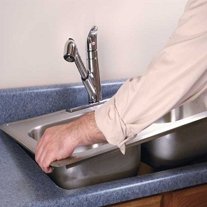 installing_kitchen_sink_toolhq