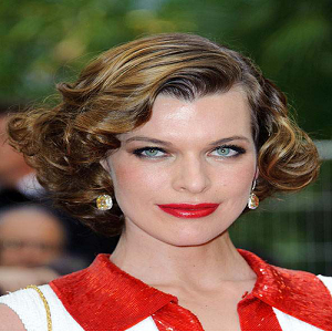 Create an American 1940's Hairstyle