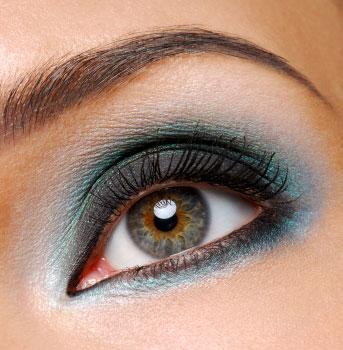 Eyeshadow to Eye Creases
