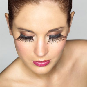 Applying False Eyelashes Perfectly and Easily