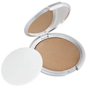Apply Finishing Powder for Metallic Makeup
