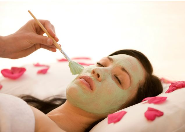 How To Apply a Revitalizing Facial