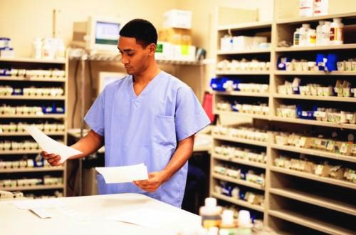Finding Accredited Pharmacy Technician Schools