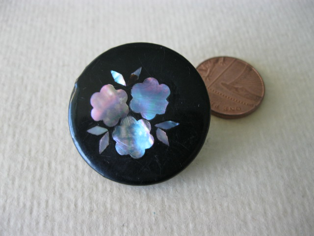 Buttons from Paper Scraps