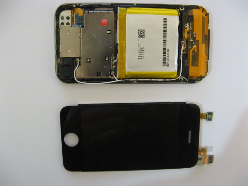 Opened iPhone 2G