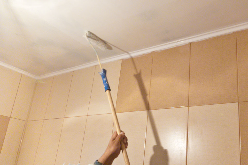 How to paint over paneling for How to paint a ceiling