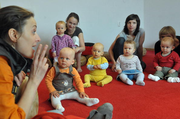 toddlers learn to speak with mothers