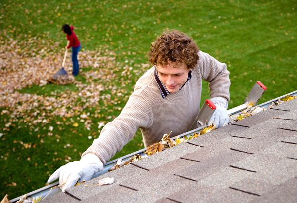 How to Clean Gutters Efficiently