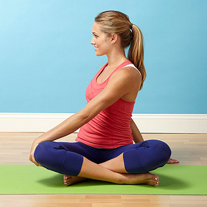 How to Do a Seated Spinal Twist Pose