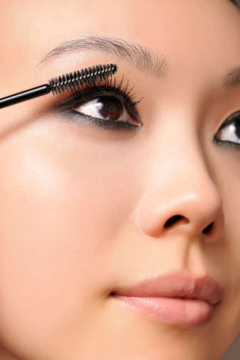 How to apply eye makeup properly