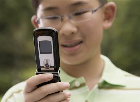 How to Pick a Cell Phone Plan for Kids