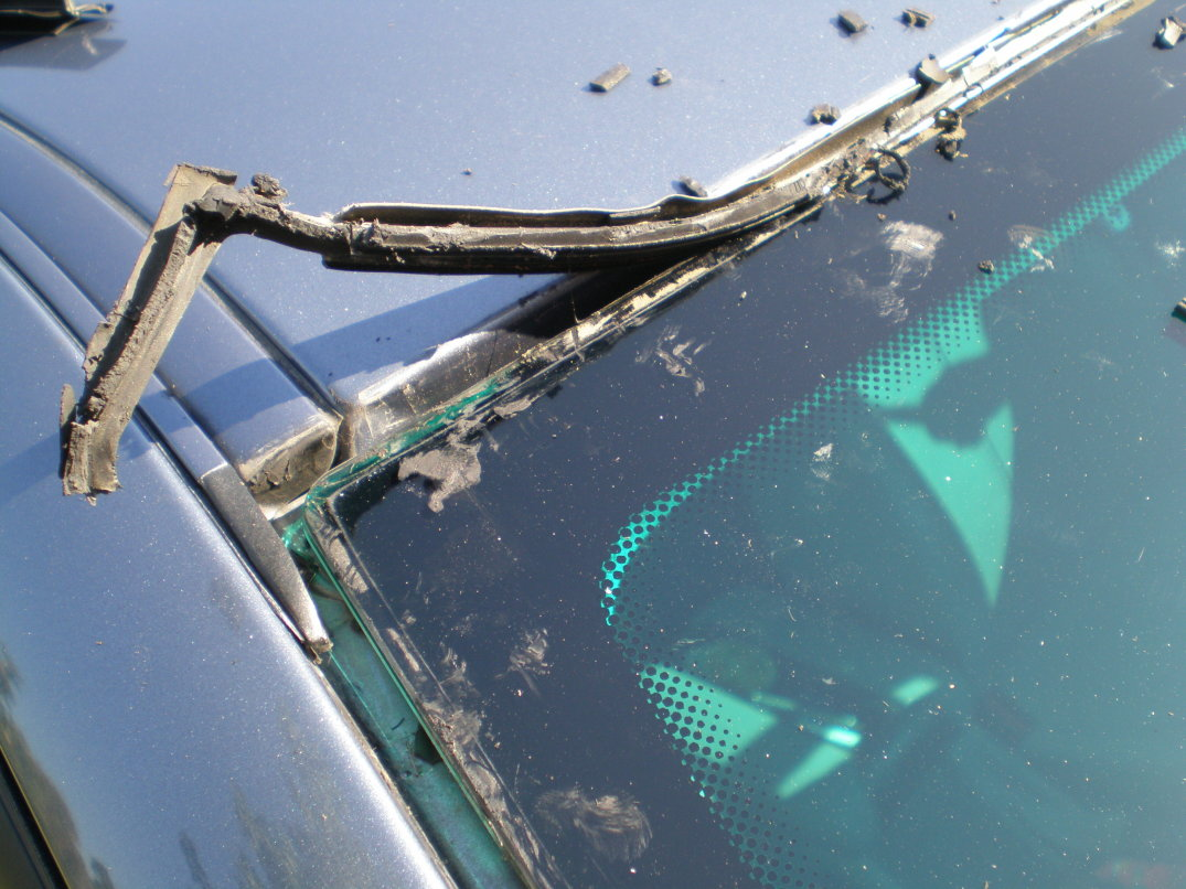 Damaged windshield moulding