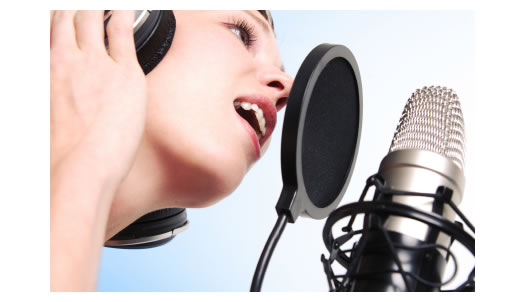 A pro singer singing