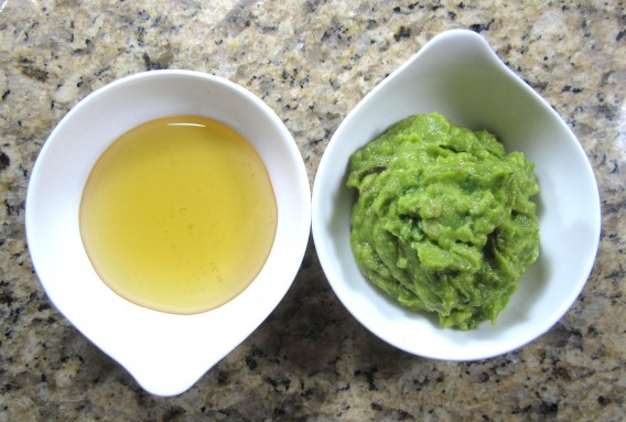 Avocado paste and egg yolk