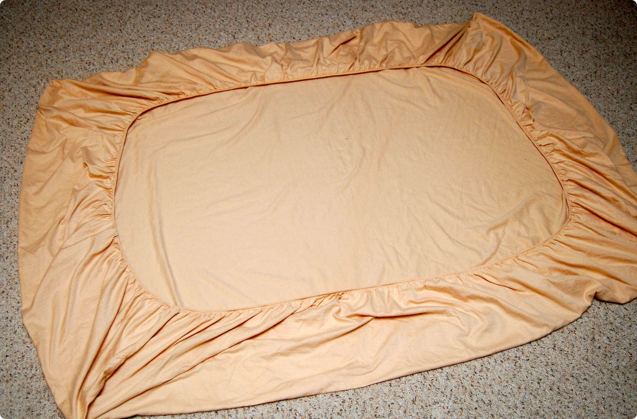 Fold fitted sheets