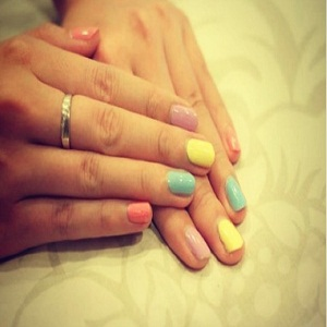 Dos and Don'ts Summer Manicure