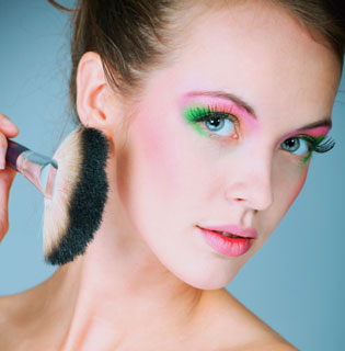 Tips about How to Apply Bright Makeup