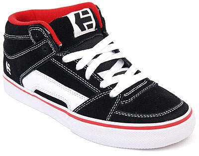 Bar laced Etnies shoes