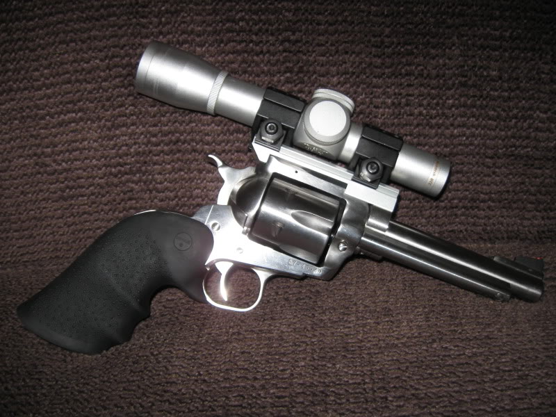 Hanggun fitted with a scope