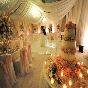 Decorate for a Ballroom Wedding