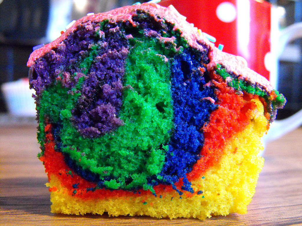 Tye Dye Grinder ~ Tye dyed cupcakes