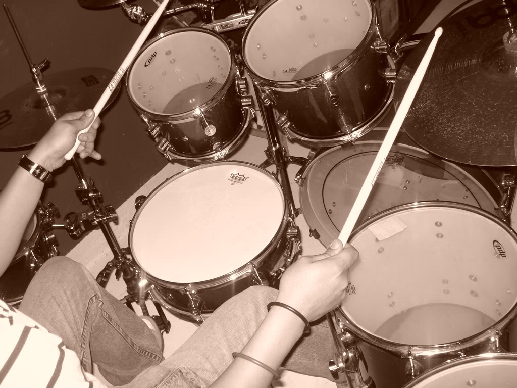 Play a Drum Set For Beginners