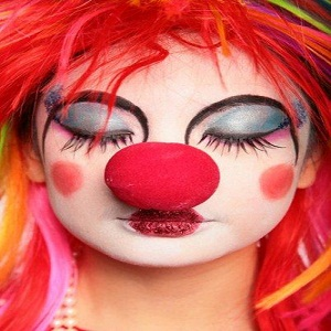 How to put on clown makeup