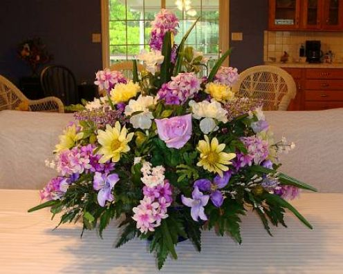 How to Arrange a Free-Standing Floral Arrangement