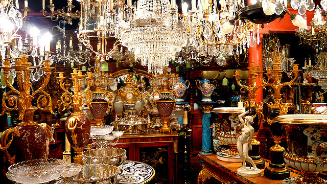 How to Be an Antiques Dealer