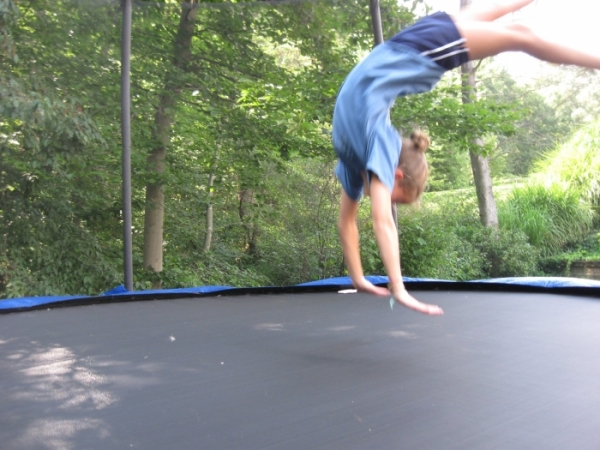 How to Do Back Handsprings on a Trampoline