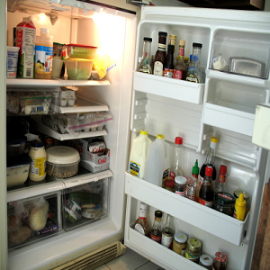 How to Keep Food In the Fridge From Tasting Funny