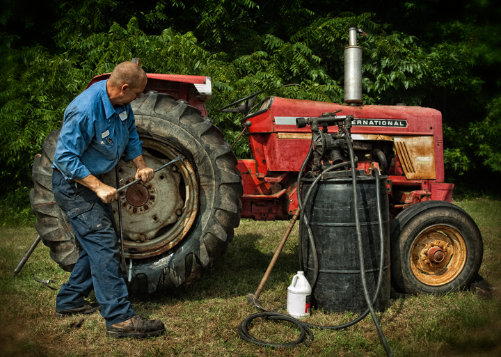 How to Remove a Tractor Tire From a Rim